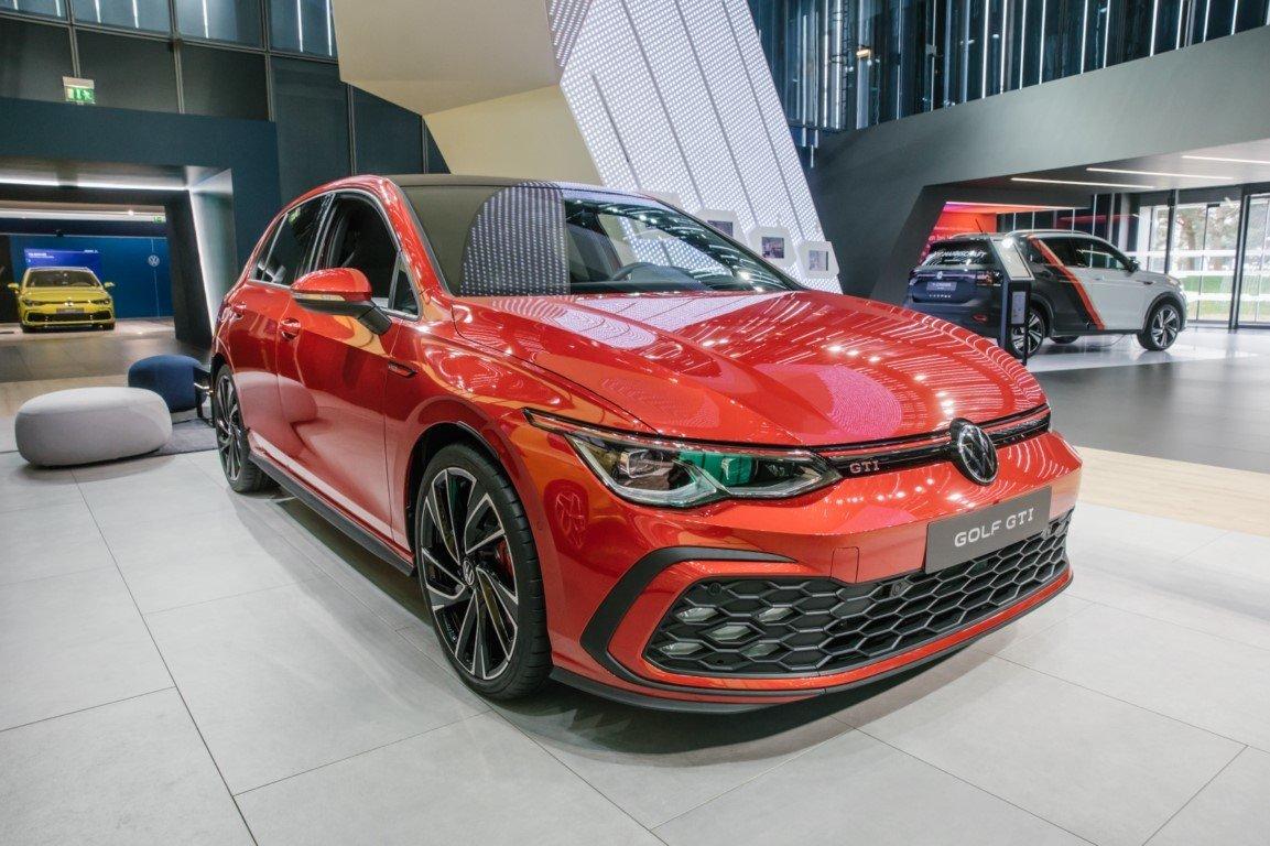 Volkswagen Muestra La Nueva Generacion Del Golf Gti En El Autostadt Motor Es