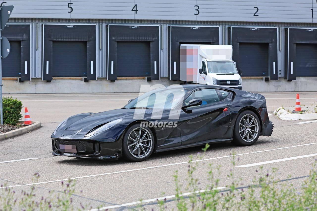 Nuevo Prototipo Del Ferrari 812 Super Superfast Cazado En Maranello Video Motor Es