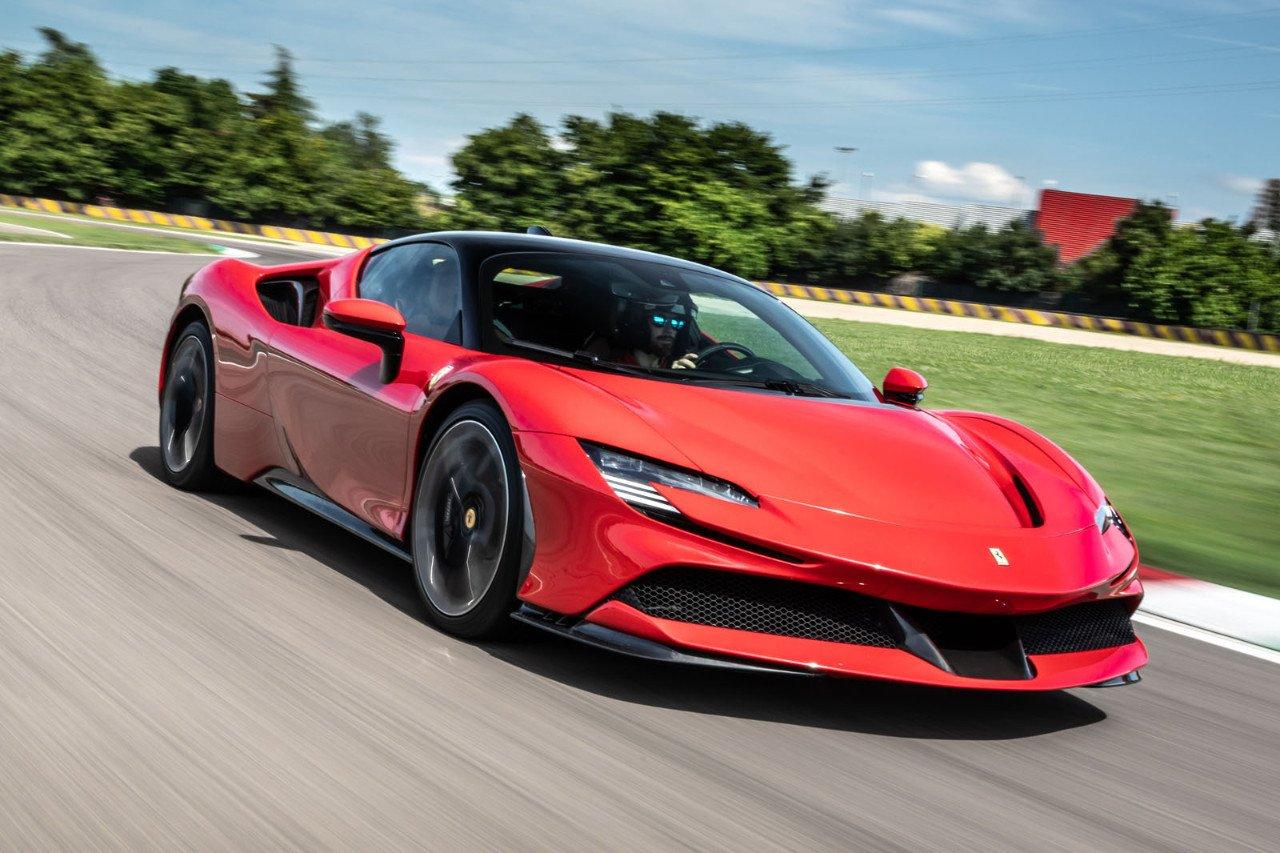 El Ferrari SF90 Stradale homologa solo 12.9 km de autonomía eléctrica según  ciclo EPA - Motor.es