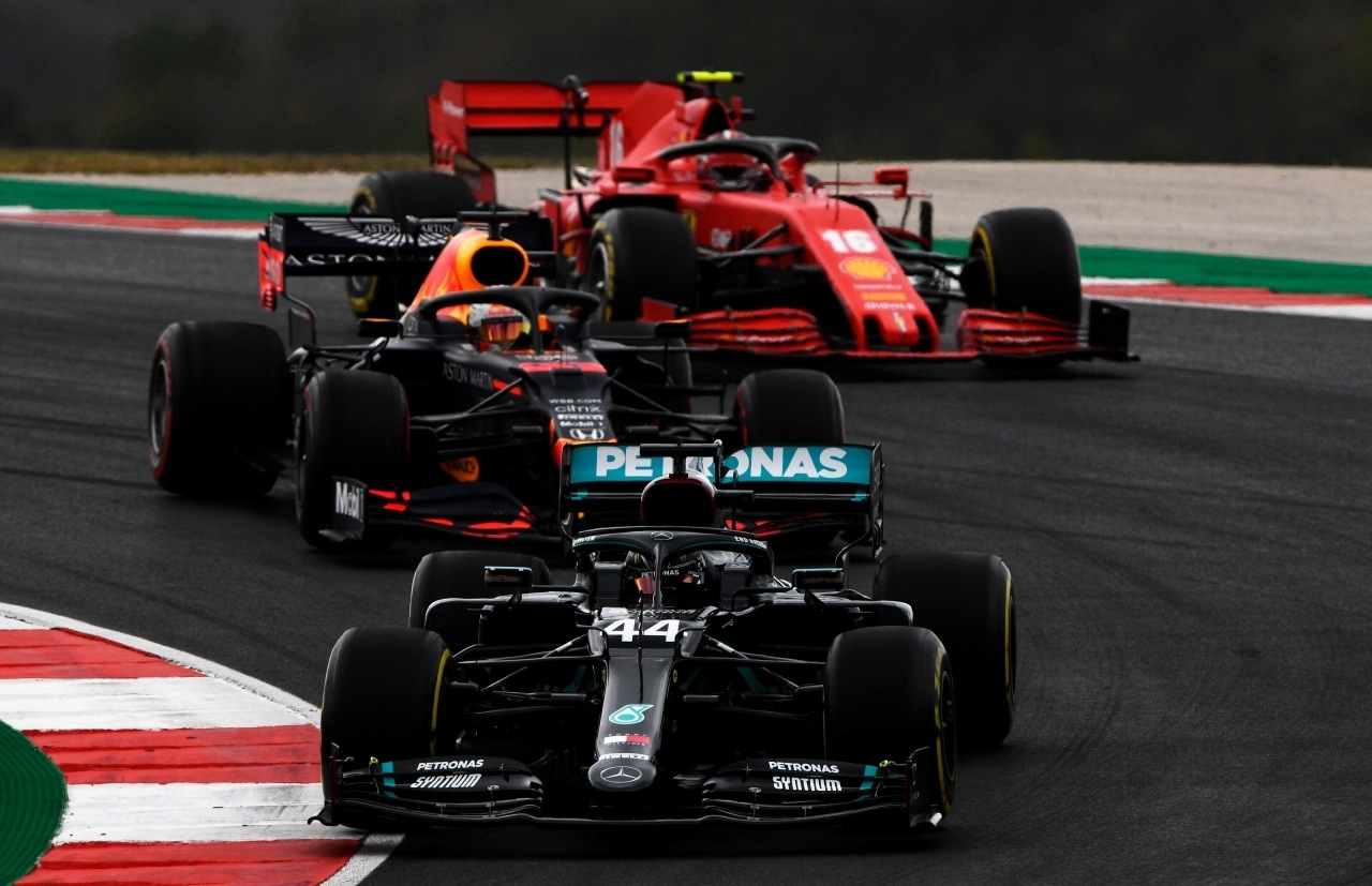 Mercedes valora a Verstappen y otros pilotos, pero no son su primera opción para 2022