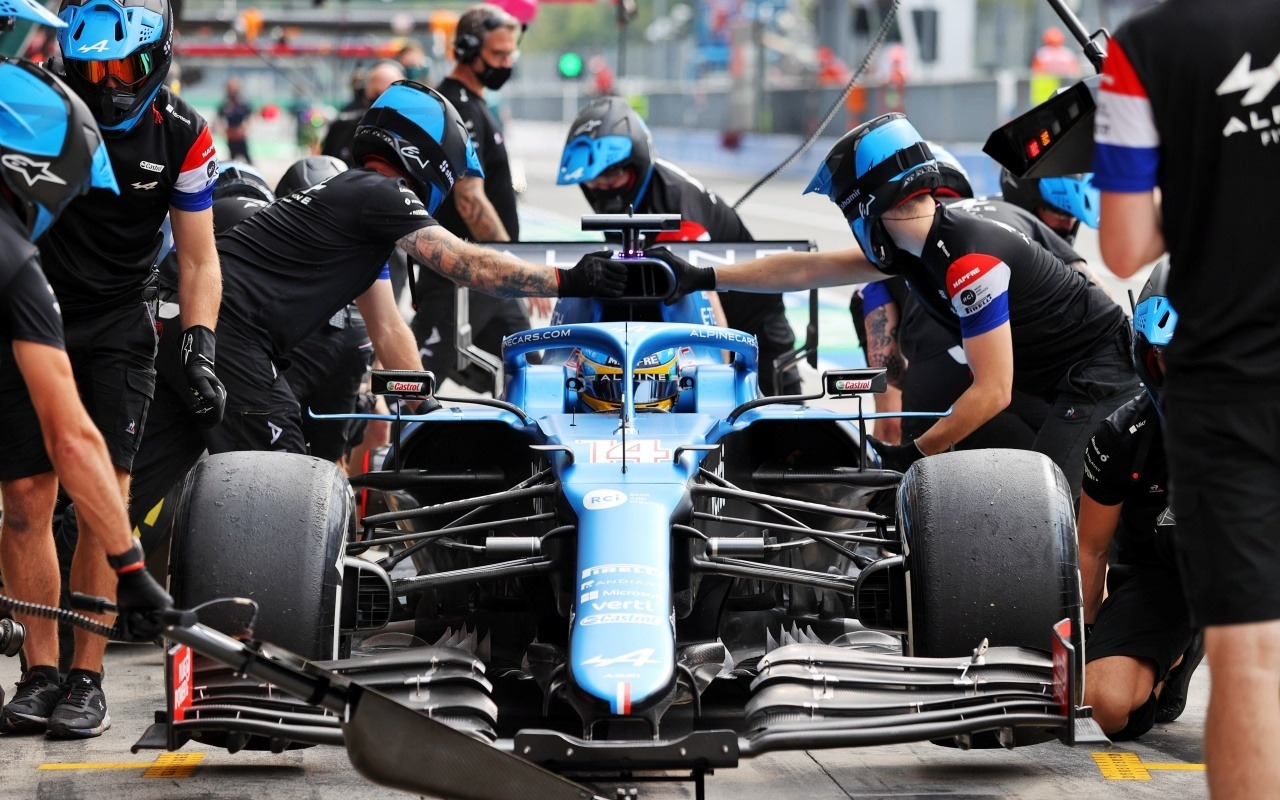 """Alonso boasts of Alpine: """"We don't have the fastest car, but we do have the best team"""""""