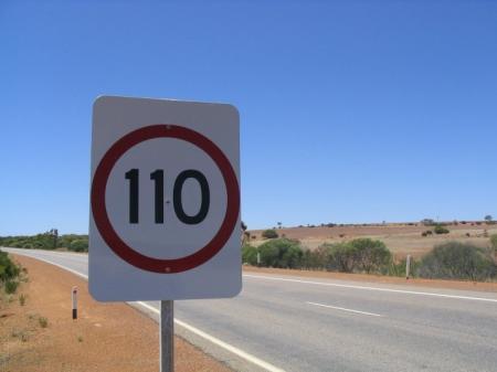 se limita La velocidad en autovías a 110 km/hora El-gobierno-gastar-250000-euros-en-adecuar-las-seales-de-trfico-a-los-110-kmh-grande-7250_1